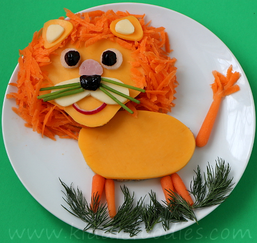 Lion King shaped sandwich for kids step3