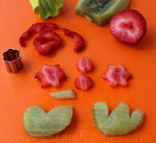 Sheep shaped sandwich for kids' healthy breakfast step2