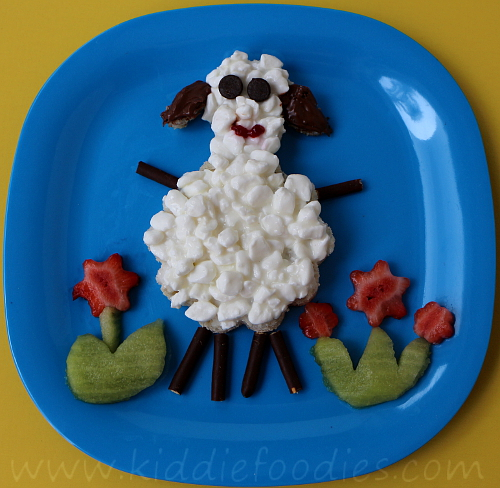 Sheep shaped sandwich for kids' healthy breakfast step3