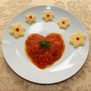 Heart shaped ground beef and tomatoes meal for kids step4