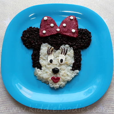 Minnie Mouse meal - fish, black rice and beetroot mousse step3