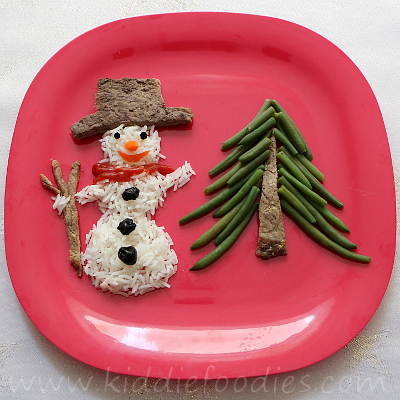 Snowman made of rice, beef and green beans step2