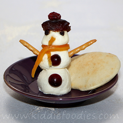 Snowman mozzarella snack for kids step3
