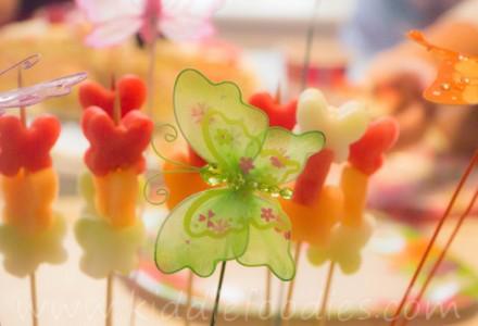 Butterflies_healthy_dessert_with_fresh_fruits_on_a_ stick