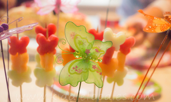 Butterflies_healthy_dessert_with_fresh_fruits_on_a_ stick