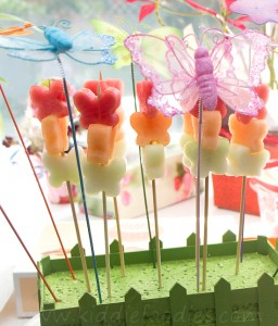 Butterflies_healthy_dessert_with_fresh_fruits_on_a_ stick_step2