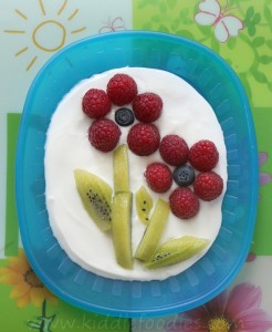 Fresh fruit flower, raspberries and kiwi, easy recipe for healthy dessert step2