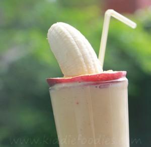 Peach banana smoothie with yogurt featured