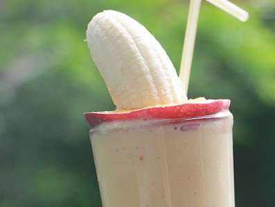 Peach banana smoothie with yogurt featured