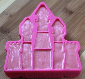 Princess castle - frozen raspberries and yogurt step3