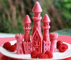 Princess castle - frozen raspberries and yogurt step4