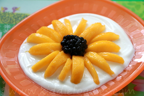 Sunflower - peach, blackberries and yogurt easy dessert for kids step3