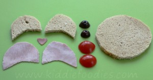 Teddy bear baked eggs sandwich for breakfast step2