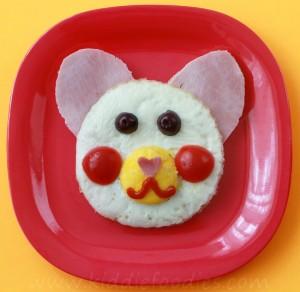 Teddy bear baked eggs sandwich for breakfast step3