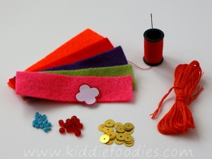 DIY felt necklace for toddlers step1