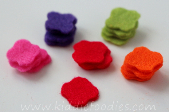 DIY felt necklace for toddlers step2