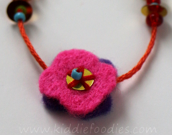 DIY felt necklace for toddlers step6