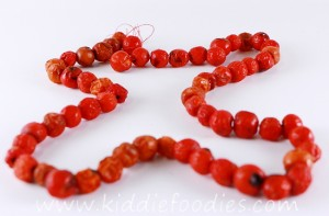 DIY rowanberry necklace - fine motor skills activity for kids step3b