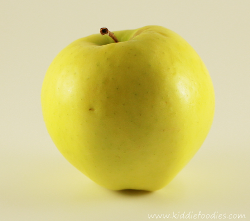 Food photography -how to build a foldable lightbox apple