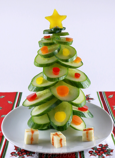 Christmas tree vegan snack for kids made of cucumber step4b