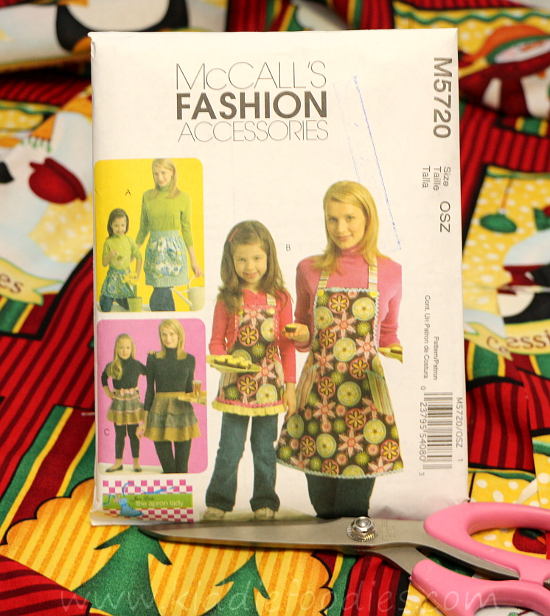 Easy to sew mom and daughter matching apron McCall'sM5720 step1a