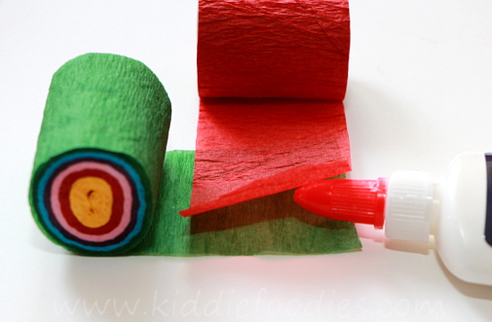 Christmas crafts for kids - how to make your own Christmas tree chain garland from crepe paper step2