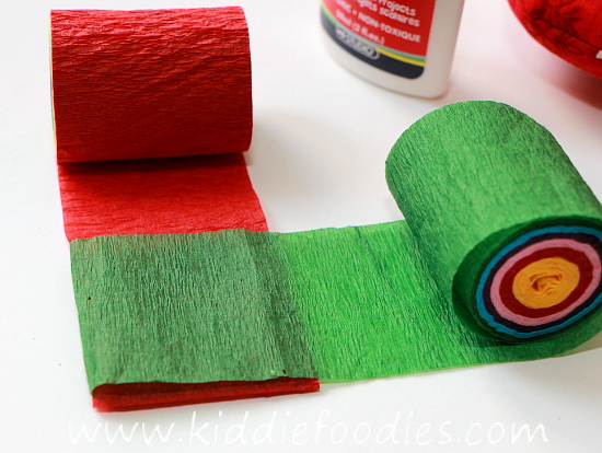 Christmas crafts for kids - how to make your own Christmas tree chain garland from crepe paper step2a
