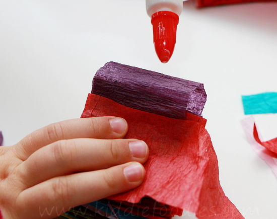 Christmas crafts for kids - how to make your own Christmas tree chain garland from crepe paper step3c