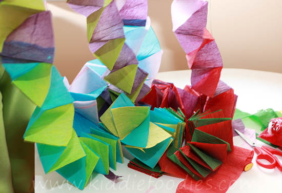 Christmas crafts for kids - how to make your own Christmas tree chain garland from crepe paper step4a