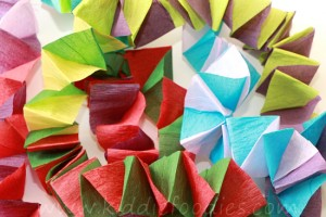 Christmas crafts for kids - how to make your own Christmas tree chain garland from crepe paper step4b