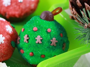 Christmas cupcakes - Christmas balls mini-cupcakes decoration ideas step5e