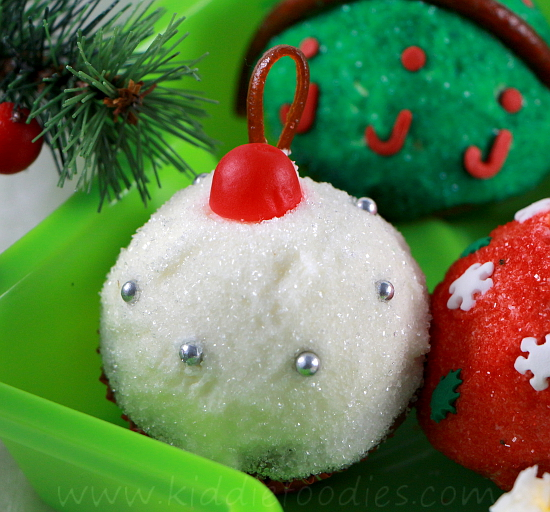 Christmas cupcakes - Christmas balls mini-cupcakes decoration ideas step5f