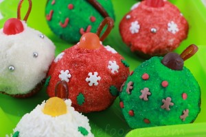 Christmas cupcakes - Christmas balls mini-cupcakes decoration ideas step5g
