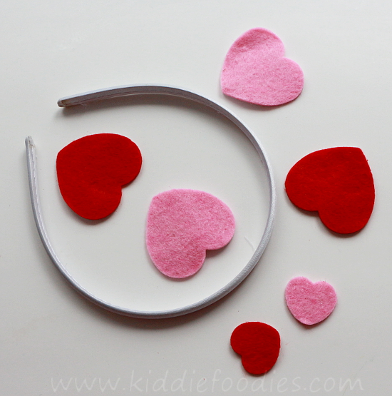 Easy felt hearts headband tutorial step1