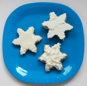 Snowflake sandwich with white cheese step2