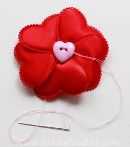 how to make red heart flower headband for st Valentine Day - tutorial step2a