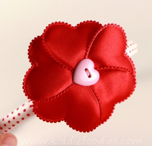 how to make red heart flower headband for st Valentine Day - tutorial step3a