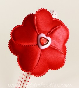 how to make red heart flower headband for st Valentine Day - tutorial step3b