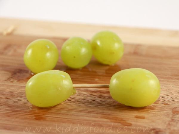 Grape balloon dog step1
