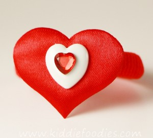 How to make heart hair ties for Valentine's Day - tutorial step3a