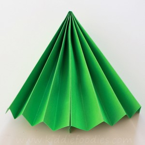 Christmas Tree craft for kids - step2